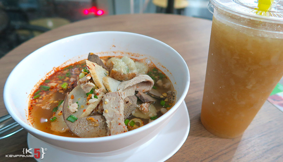 ฿55 THB - Thai noodles and sugarcane drink