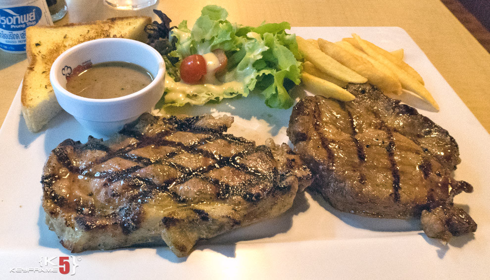 ฿220 THB - Steaks, gravy and french fires in Bangkok