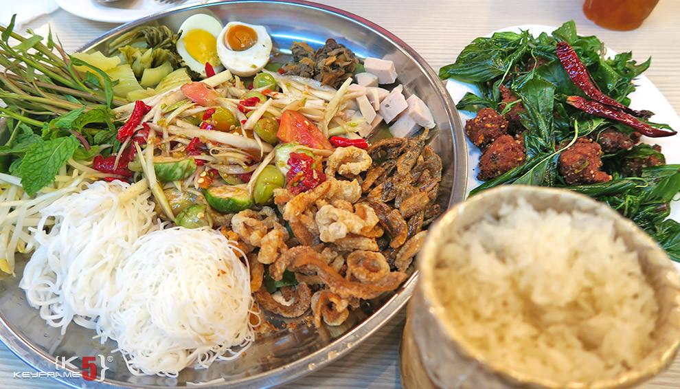 ฿340 THB - Laos style hot papaya salad