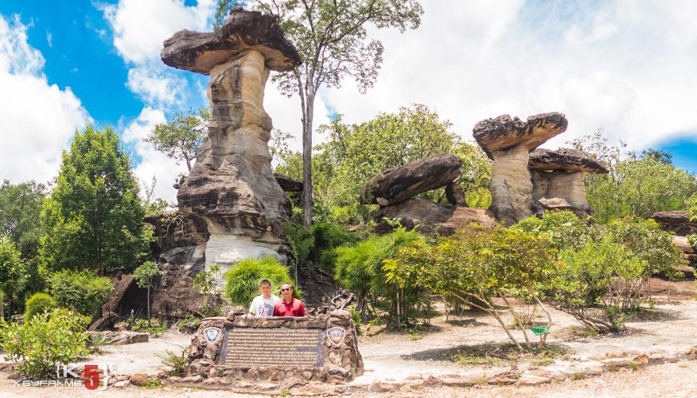 Sao Cha Liang - entrance to Pha Team