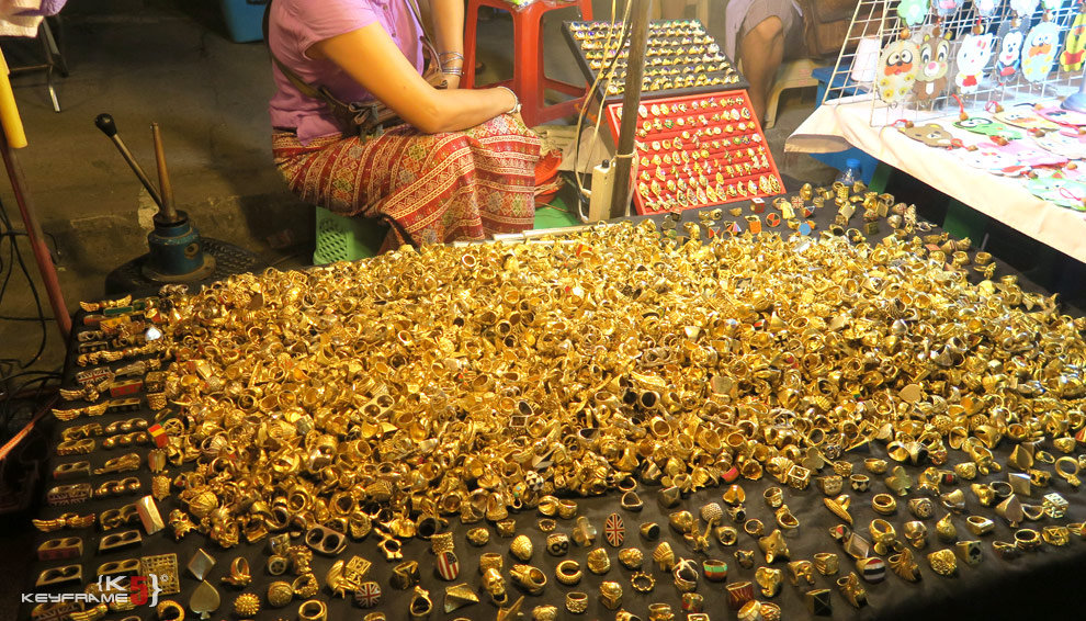 cheap-jewellery-in-chiang-mai-market